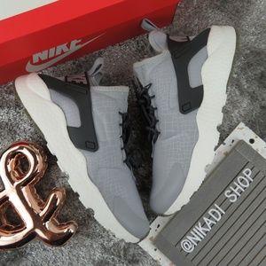 Nike Air Hurache Run Sneakers